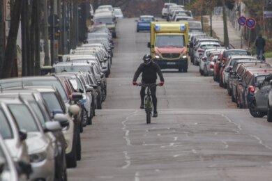 Die Kanzlerstraße soll zur Fahrradstraße werden - hoffen mehrere Stadtratsfraktionen. Bei Radfahrern kommt die Idee gut an.
