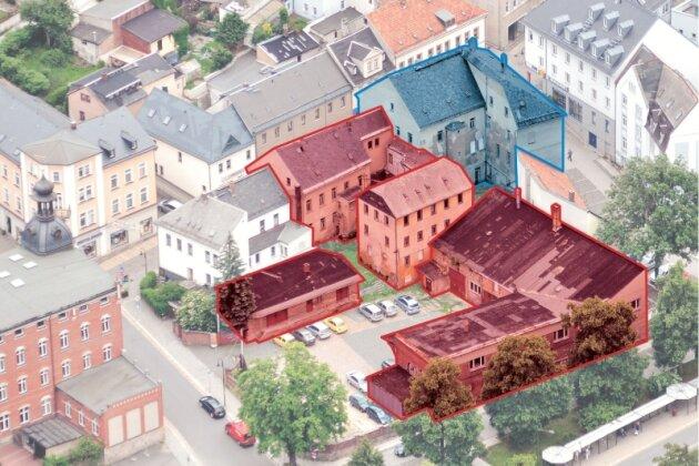 Auf dem von Mühlberg, Nicolai- und kleiner Göltzschtalstraße eingerahmten Karree sollen die rot gekennzeichneten Gebäude ganz abgerissen werden. Für das Haus an der Ecke Nicolaistraße und Mühlberg (blau) ist vorerst nur ein Abbruch der oberen Etagen geplant.