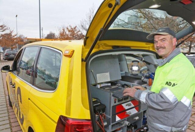 Mithilfe der Technik im Kofferraum kann Pannenhelfer Gerd Haslinger in Autos verschiedenster Marken Fehler elektronisch auslesen.