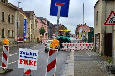 Die Bahnhofstraße in Mittweida ist wegen des Baus einer Querungshilfe im Bereich des Medienzentrums der Hochschule noch bis Ende der Woche gesperrt.