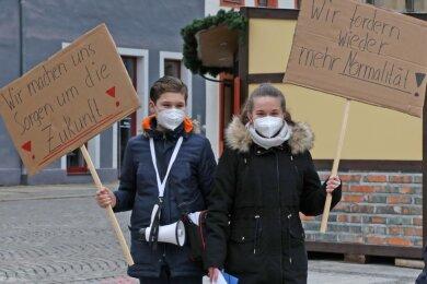 Emil Sonntag (13) und Laura Hans (14) haben auf dem Hauptmarkt zu einer Kundgebung aufgerufen.