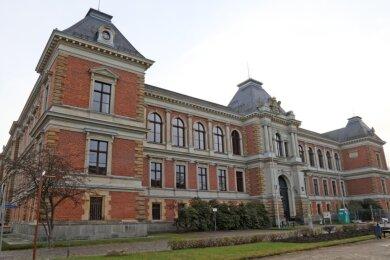 Vor circa 100 Jahren hatte ein am Zwickauer Landgericht tätiger Justizsekretär viel kriminelle Energie aufgebracht, um sich mit dem Griff in die Gerichtskasse sein kostspieliges Leben leisten zu können.