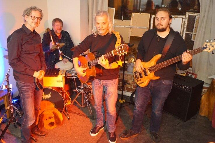 Die Bunten Hunde bei einem Auftritt auf der Kirchberger Kulturinsel im Januar 2020 (v. l.): Michael Köppen, Peter Wirsig, Jens Weise und André Bimberg.