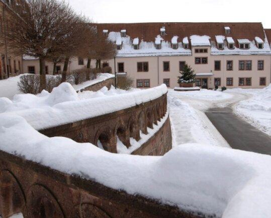"""<p class=""""artikelinhalt"""">Geduldsam erträgt das Kloster Wechselburg nicht nur die Schneelast. Nach monatelanger Prüfung durch den Vatikan dürfen nun zwei Mönche wieder seelsorgerisch tätig sein.</p>"""