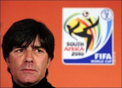 Egal, wie die WM in Südafrika für die deutsche Fußball-Nationalmannschaft ausgeht, das Feld für die kommenden Jahre ist bestellt. Sowohl Bundestrainer Joachim Löw (Foto) als auch DFB-Präsident Theo Zwanziger glauben fest an eine goldene Zukunft.