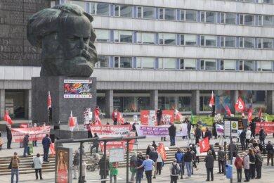 Vor dem Karl-Marx-Monument fanden am Samstag zwei Kundgebungen statt. Um 10 Uhr forderten Gewerkschaften mehr Solidarität.