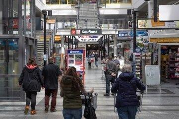 Der Einzelhandel führt die Liste der Berufswünsche bei den Jugendlichen an. Dort sind auch alle freien Stellen schon so gut wie besetzt.