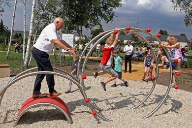 OB Peter Dresler (parteilos) übergab den Stadtteilpark. Wird der Bürgerwille bei der Namenswahl nun übergangen?