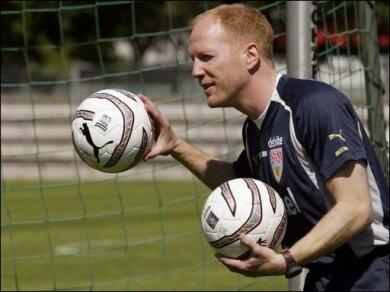 Die Zukunft von Bundestrainer Joachim Löw nach der Weltmeisterschaft in Südafrika ist offen - dennoch wird bereits seit Wochen über mögliche Nachfolger spekuliert: Als Favorit wird dabei immer wieder DFB-Sportdirektor Matthias Sammer gehandelt.
