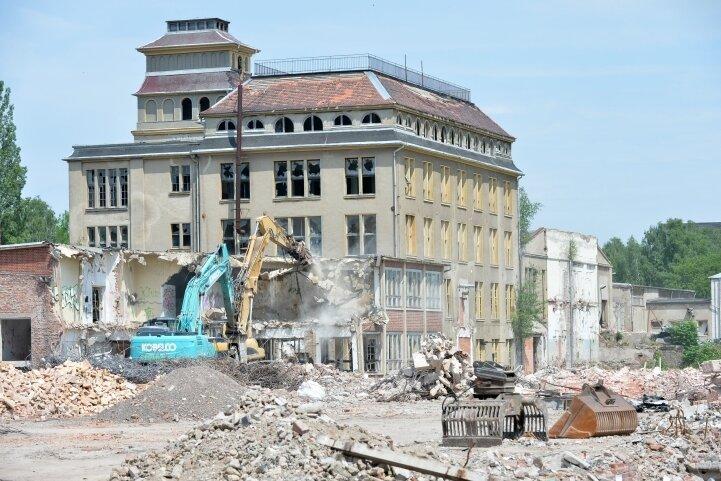 Freiberg schafft Platz für Gewerbeansiedlung, zum Beispiel durch den derzeit laufenden Abriss des ehemaligen Porzellanwerks an der Himmelfahrtsgasse.