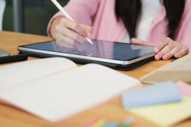 Eine große Chance: In Coronazeiten ist die Digitalisierung auch in den Schulen der Region in den Fokus gerückt.