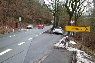 Links die B 92, rechts die Nordrampe der Kreisstraße zur Windischmühle/Hundsgrün.