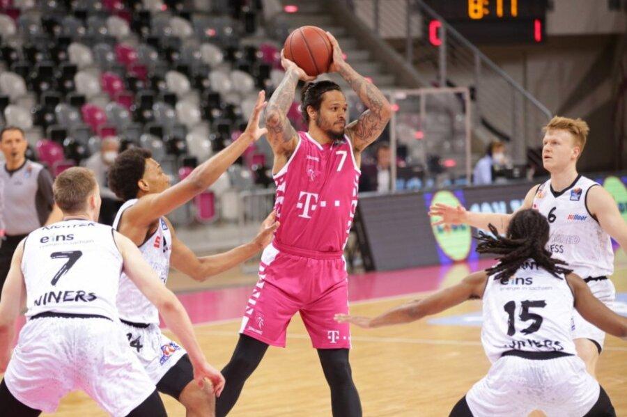Niners gehen bei den Telekom Baskets Bonn unter