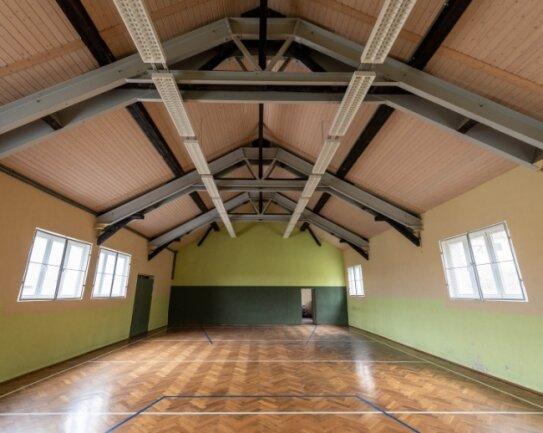 In die Turnhalle in Königsfeld soll wieder mehr Leben einziehen: Geplant ist, dass bald auch Schüler die Halle für den Unterricht nutzen. Ausgestattet wird die Halle unter anderem noch mit vier Sportbänken.