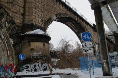 Der gesperrte Bereich an dem markanten Viadukt, das das Chemnitztal im Stadtteil Furth von der Schönherr- bis zur Blankenburgstraße überspannt.