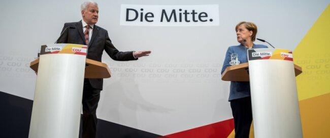 Bundeskanzlerin Angela Merkel (CDU) und CSU-Chef Horst Seehofer informierten im Konrad-Adenauer-Haus über die Details ihrer Einigung im Flüchtlingsstreit. Damit der Weg für eine Jamaika-Koalition wirklich frei ist, müssen aber auch FDP und Grüne mitspielen.