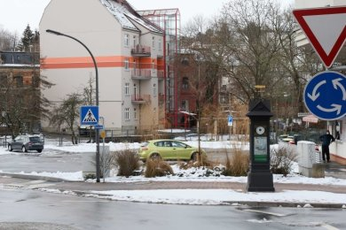 In Werdau soll mit den Fördermitteln der Parkplatz an der historischen Annoncenuhr umgestaltet werden.