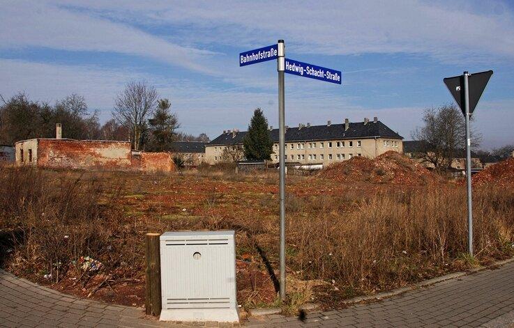 """<p class=""""artikelinhalt"""">An der Kreuzung Bahnhof-/Hedwigschachtstraße soll ein Einkaufsmarkt entstehen. Aldi will im Sommer bereits einziehen. </p>"""