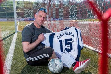 Mit der Rückennummer 15 ist Thomas Brumme vier Jahre für den damaligen Oberligisten SV 1919 Grimma auf Torejagd gegangen. Inzwischen bringt er Grundschülern das Einmaleins und das Abc bei.