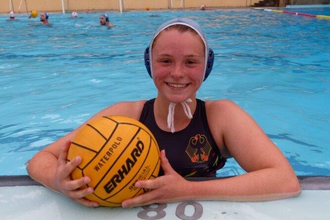 Wasserball-Nationalspielerin Nicole Vunder schaute zum Training im Waldbad Brunn bei ihrem Heimatverein Fortuna Auerbach vorbei. Ab der kommenden Saison spielt sie wieder in Chemnitz.