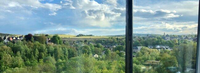 Diese Aufnahme aus dem Panoramafenster hatte Christoph Zöbisch eingeschickt, rechts liegt die Burg Mylau.
