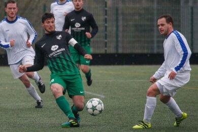 Manuel Grasse (2. v. l.), hier vergangene Saison gegen Blau-Weiß Chemnitz, soll gegen Reichenbach sein Comeback für die erste Mannschaft des SV Tanne Thalheim nach längerer Verletzungspause geben.