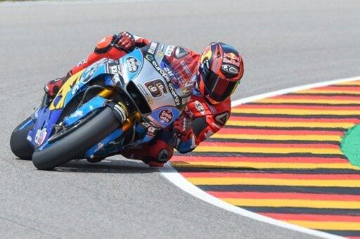Stefan Bradl stürzte kurz nach Rennbeginn und schied aus