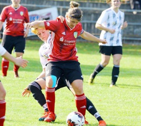 Eintracht-Kapitänin Loreen Schmidt behauptete immer wieder gut den Ball und setzte ihre Mitspielerinnen in Szene.