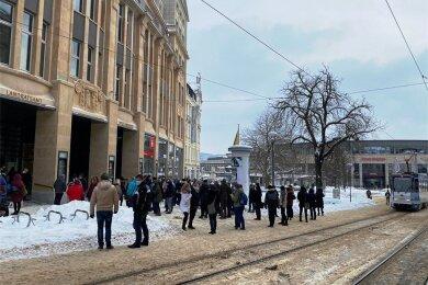 Feueralarm am Mittwochnachmittag im Plauener Landratsamt. Die Mitarbeiter haben das Gebäude verlassen.