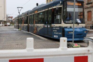 """Die Haltestelle """"Lindenhof"""" der Straßenbahnlinie vier wird derzeit barrierefrei ausgebaut. Vielen anderen Haltestellen fehlt dieser Ausbau derzeit noch."""
