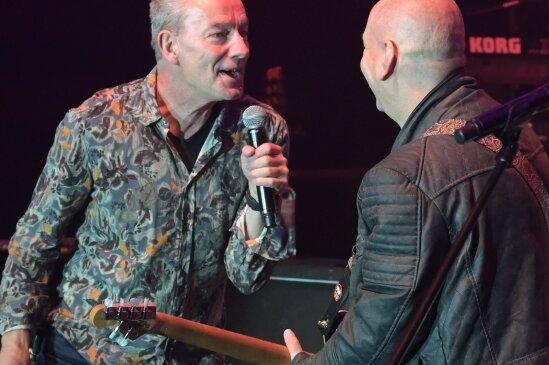 Freitagabend auf der Waldbühne: Mike Kilian von Rockhaus (l.) ist zusammen mit den Zonenrockern aufgetreten - rechts Enrico Schelzer.