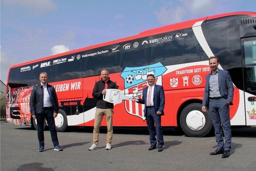 Der Fußball-Drittligist FSV Zwickau hat erstmals einen eigenen Mannschaftsbus.