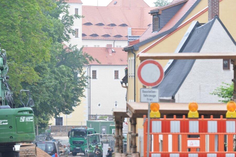 Auch in Freiberg wird derzeit viel gebaut, so an der Wallstraße (B 101) zwischen Leipziger Straße und Am Marstall. Eine ausführliche Baustellenübersicht für Mittelsachsen gibt es online unter dem Link am Textende.