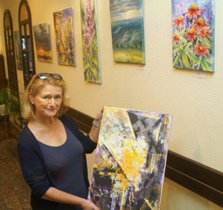Susanne Hochmuth mag zwar das Gegenständliche, experimentiert gelegentlich aber auch auf dem Gebiet der abstrakten Malerei.