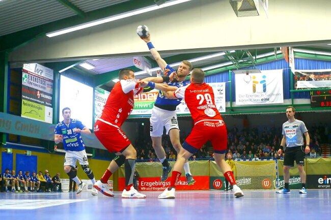 Handball-Zweitligist EHV Aue hat am Samstag sein erstes Heimspiel des Jahres gegen TuS Ferndorf 31:32 (14:20) verloren.