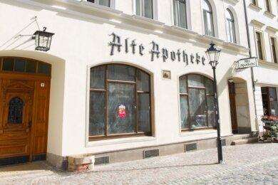 Die Alte Apotheke an der Herrenstraße in Plauen. Im Inneren des Gebäudes erinnert noch viel an die Geschichte der ersten Plauener Stadtapotheke.