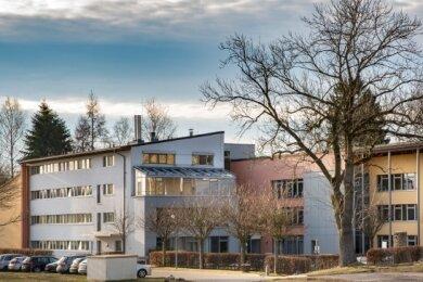 Das Seniorenhaus in Augustusburg - freiwillige Helfer unterstützen das Pflegepersonal zum Beispiel bei den Corona-Schnelltests.