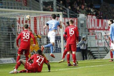 Niklas Hoheneder mit dem 1:0 für die Himmelblauen.