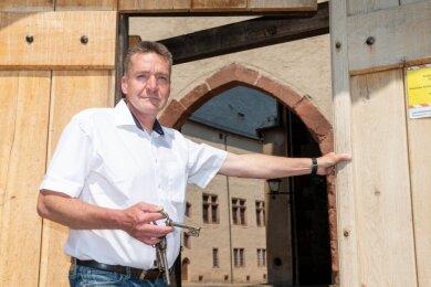 Wann Schlossherr Peter Knierriem die Tore zu Schloss Rochlitz wieder öffnen kann, steht in Kürze fest. Er ist auch Schlossleiter in Gnandstein und Colditz, die schon am Wochenende die ersten Besucher begrüßten.