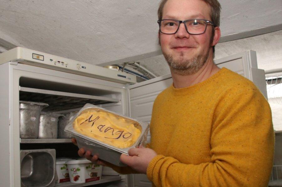 In der Familienbäckerei ist Tobias Frisch unter anderem für die Eisherstellung zuständig.