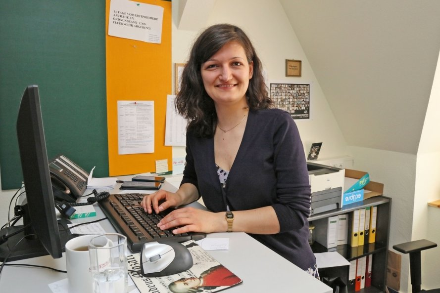 Mareike Zils arbeitet im Künstlerischen Betriebsbüro in der Zwickauer Schumannstraße.