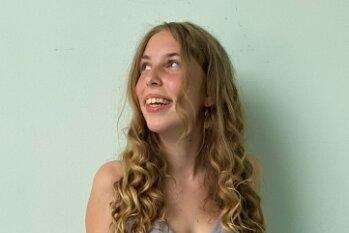 Ayleen Hilbert (18) aus Gelenau, Angelina Kroll (18) aus Drebach, Jessica Messig (18) aus Herold, Lilly-Joanne Oertel (18) aus Herold und Annabel Petzold (18) aus Jahnsbach (v. l.) haben am Greifenstein-Gymnasium ihr Abitur gemacht. In ihre Traumkleider gehüllt, feierten sie den Abschluss am Wochenende. Ob sie diese noch einmal tragen werden, glauben alle eher nicht. Doch auch für einen Abend hat es sich gelohnt. Herzlichen Glückwunsch an alle Abiturientinnen und Abiturienten!