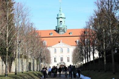 In Lichtenwalde, hier das Schloss, geht es jetzt mit dem Ausbau von Breitband und Mobilfunk voran. Für das Feuerwehrgerätehaus wird nächste Woche der Grundstein gelegt.