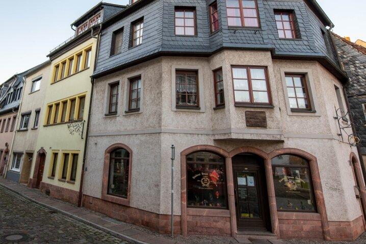 Am Geburtshaus Börners (gelbes Gebäude links) an der Dresdner Straße 13 soll im Januar eine Gedenktafel angebracht werden. Im Eckhaus befindet sich heute der Verkaufsbereich der Bäckerei Börner.