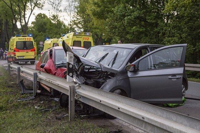 Unfall mit vier Verletzten - Neefestraße voll gesperrt