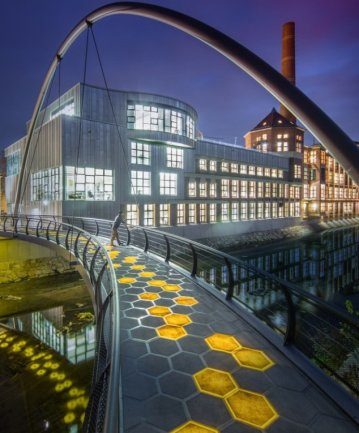 Leichtbau aus Chemnitz: Die interaktive Wabenbrücke wurde 2015 fertiggestellt. Wissenschaftler der Professur Strukturleichtbau und Kunststoffverarbeitung der TU Chemnitz haben die Brücke entwickelt.