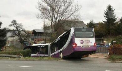 Der beschädigte Bus in Bärenwalde.