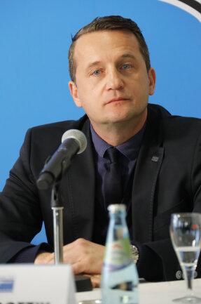 Sportchef Thomas Sobotzik sagte, dass alle Vertragsgespräche derzeit auf Eis liegen