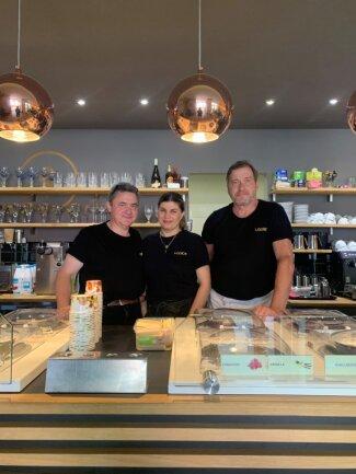 """Matthias Elbe (links) betreibt den Temmler-Nachfolger """"Looice - Traditional Ice Cream"""" und hat mit seinem Eismeister Knut Emmerich (rechts) auch originale Rezepturen aus Temmlers Zeiten übernommen."""