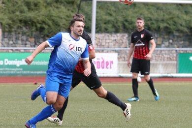 Tommy Meyer vom VfB Annaberg rannte - wie meist die gesamte Mannschaft - gegen den TSV Flöha dem Ball recht erfolglos hinterher.